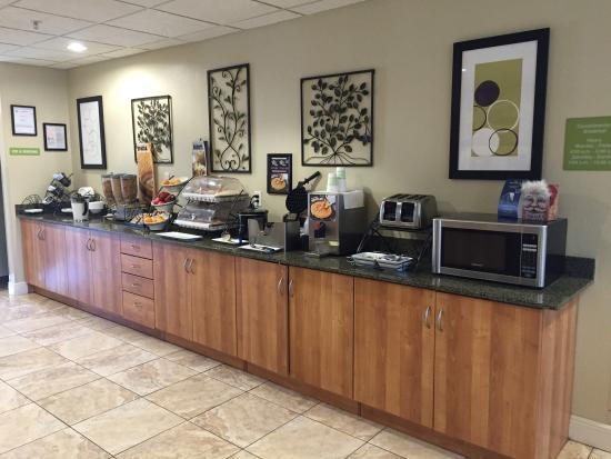 Microtel Inn & Suites by Wyndham Saraland/North Mobile: Breakfast room