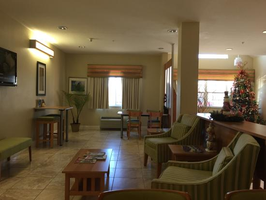 Microtel Inn & Suites by Wyndham Saraland/North Mobile: Dining/reception area