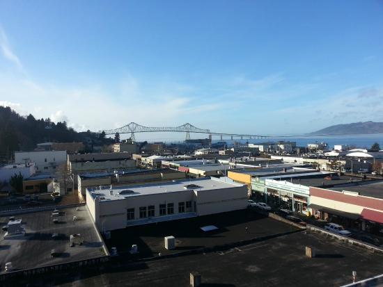 Hotel Elliott: View of the WA/OR Bridge from the Roof