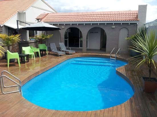 RotoVegas Motel of Rotorua: Outdoor heated swimming pool