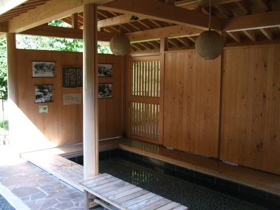 Kawaji Onsen : 2カ所の足湯所