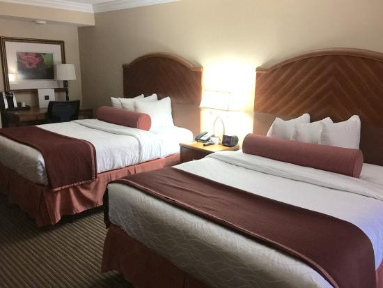 Red Lion Hotel Orlando - Kissimmee Maingate : Our deluxe queen room