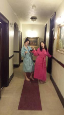 Riverside Hot Springs Inn: Divas