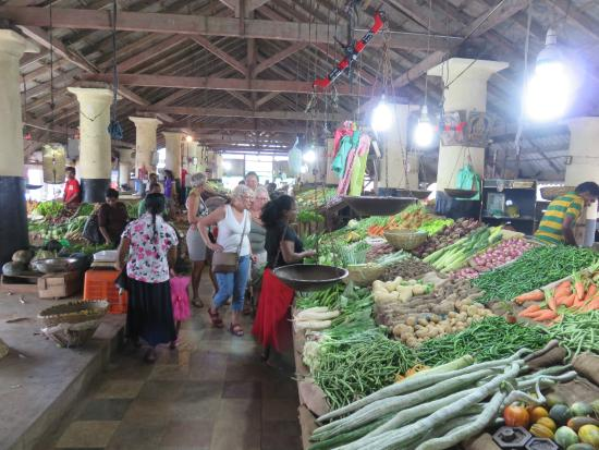 Karuna s Cooking Class @ Sonja's Healthfood Restaurant: Fruit & veg markets at Galle