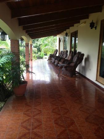 La Catalina Hotel & Suites : aisle view