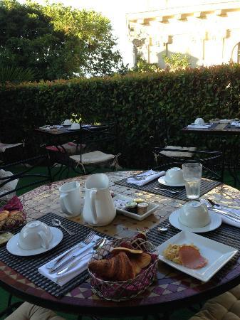 Hotel du Petit Palais : 朝食 petit déjeuner