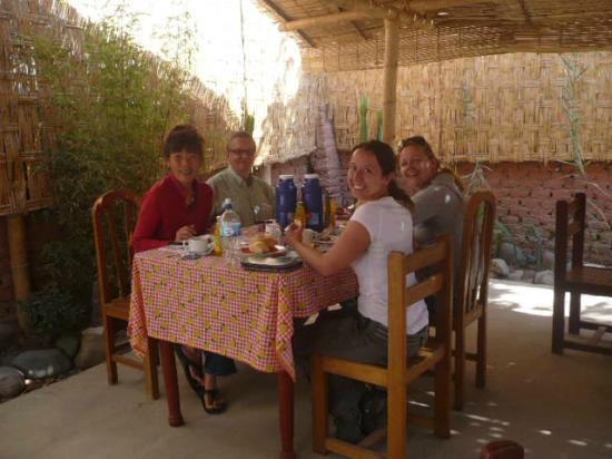 Hostel Nasca Trails: La hora del desayuno