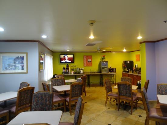Ramada Coeur d'Alene: Breakfast area