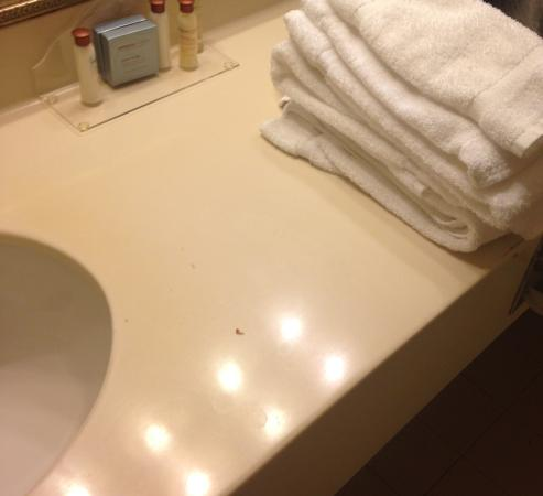 """Wingate by Wyndham Alpharetta: Bathroom after """"cleaning"""""""