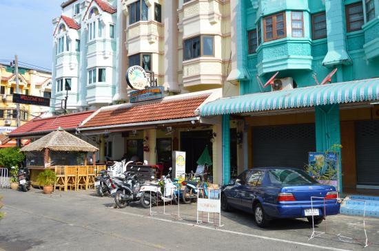 Seabreeze Inn: From the street