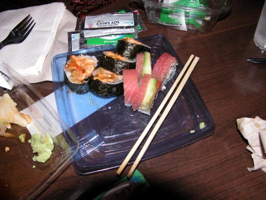 Fairfield Inn & Suites San Francisco Airport/Millbrae: Safeway sushi, not bad