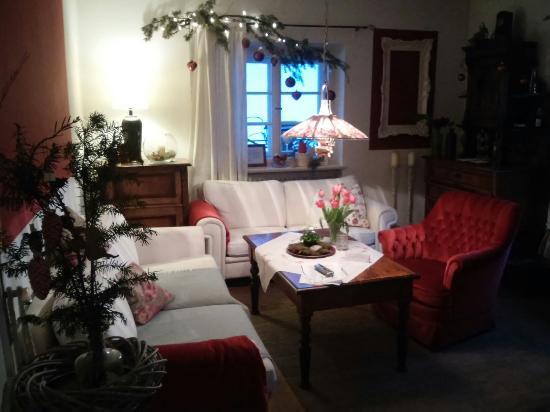 BlumenCafe Aschau: Das Gemütliche Wohnzimmer