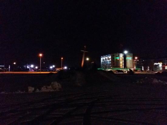 Susi Hotel: Вид на отель из парка Юрьевой ночи