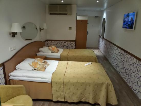 Susi Hotel: Очень удобные мягкие кровати, TV расположен удачно