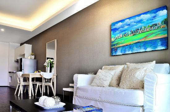 The Title Condo by TropicLook : Living room