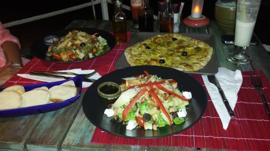 K beach : Pizza au curry et Pad Thai un mélange sympathique de 2 cultures