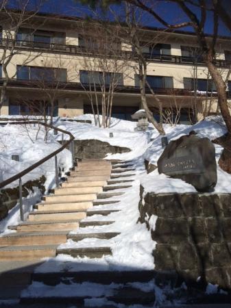 Hukkou Oyado Nasu Yumoto Jikkoku: 階段を上り本館の入口へ