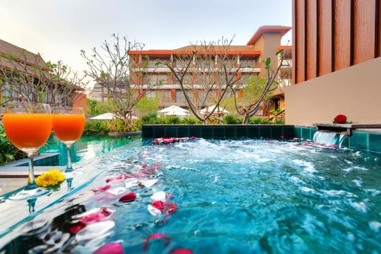 Ayrest Hua Hin Hotel: Jacuzzi Pool Access
