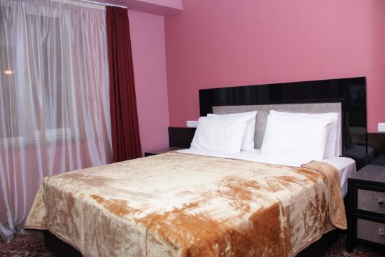 예레브니 호텔