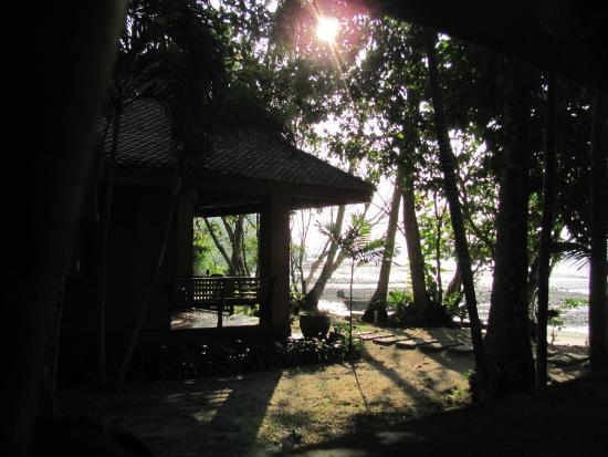 Baan Mai Cottages: View to other beach bungalow