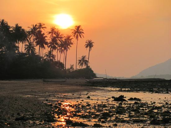 Baan Mai Cottages: Sunset just North of Baan Mai