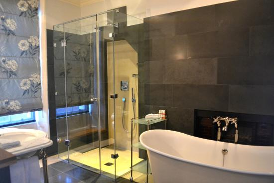 Southernhay House Hotel: Lovely bathroom - and completely private!