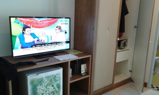 Days Inn Patong Beach Phuket : Télévision mais les 2 chaînes sont à éviter.