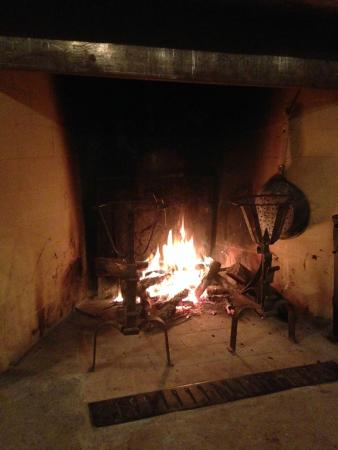 Agriturismo Ca Maggio : The fire in the sitting room. The fireplace was surrounded by a lovely seating area.