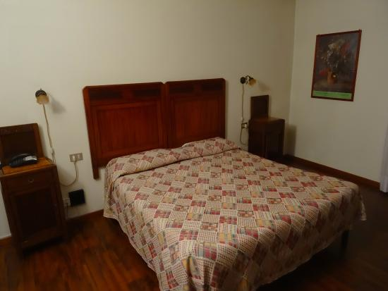 Hotel Due Mori : Bedroom.