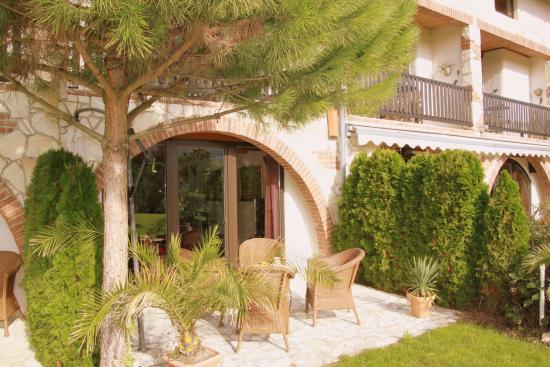 Hotel Romantiklandhaus Hazienda: Relaxen auf der Terrasse vor Ihrer Junior-Suite