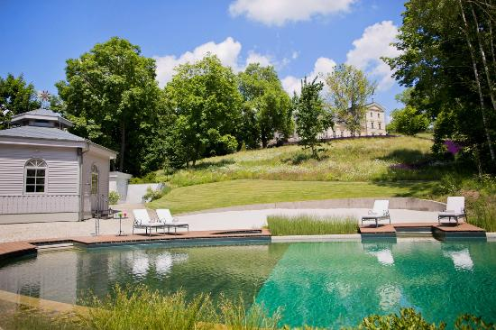 Chateau Mcely: Natural swimming lake