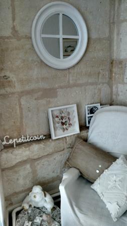 "Chateau la Mothe Charente : a ""little corner"" in the 2nd-floor hallway"