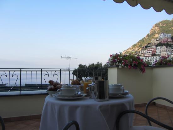 Residence Alcione: Café da manhã na varanda