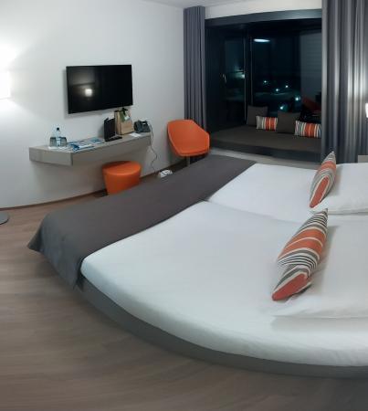 Lake Geneva Hotel: Room 161