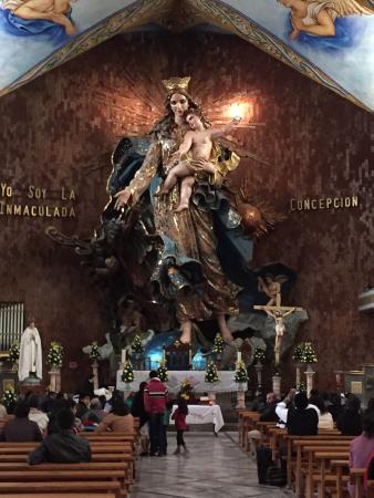 Basilica of the Immaculate Conception: Es espectacular el tamaño y la belleza de la virgen