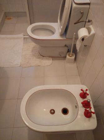 Delma Bungalow: the bathroom