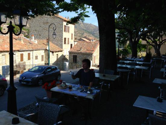 Hotel de la Poste: Breakfast - Petit-déjeuner sur la terasse