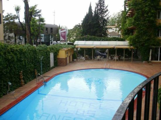 Vista da piscina fotograf a de hotel los angeles spa granada tripadvisor - Piscina el guerra granada precios 2017 ...