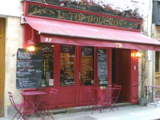 Le Tir Bouchon: outside the restaurant