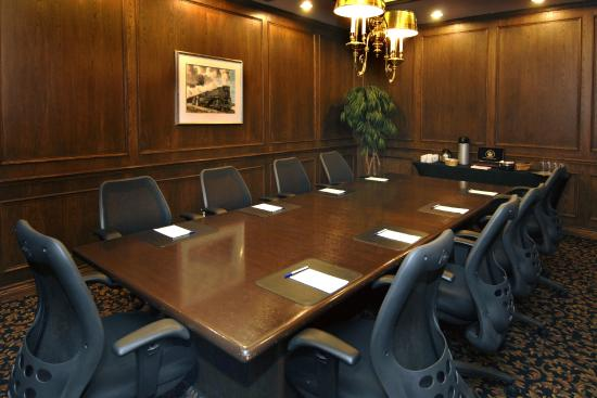 StationPark All Suite Hotel: Oak Boardroom