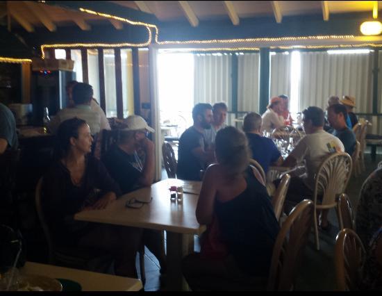 Seaside Grille: abandonados na mesa