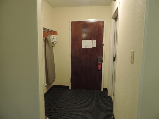 Super 8 Rock Hill: view from bedroom toward entrance