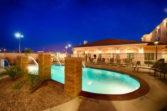 Outdoor pool picture of towneplace suites el paso for Pool design el paso tx