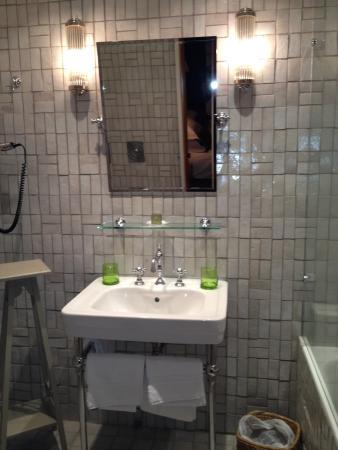 La Maison de Lucie: Stunning bathroom.