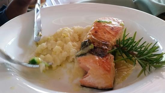 Pueblo Suizo : Salmon