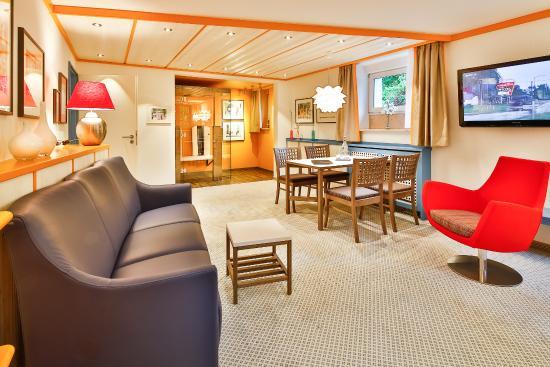 Kneipp- und WellVitalhotel Edelweiss: Appartement A1 Wohnzimmer mit Infrarotkabine