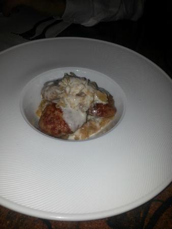 La Ciribiciaccola : Mondeghini milanesi su fonduta di gorgonzola e verza canavese stufata