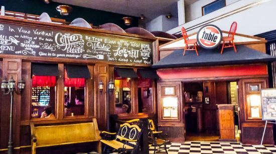Bisbee's Tavolo: Entrance