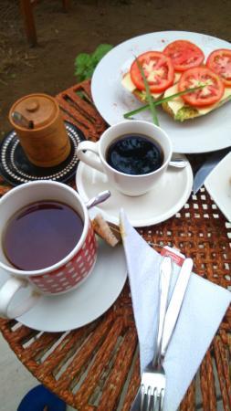 Chocolate Cafe : Café recién pasado y té Lipton