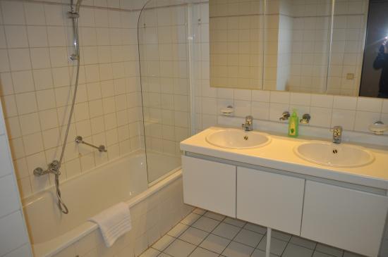 Ambassador Suites Antwerp: Badkamer